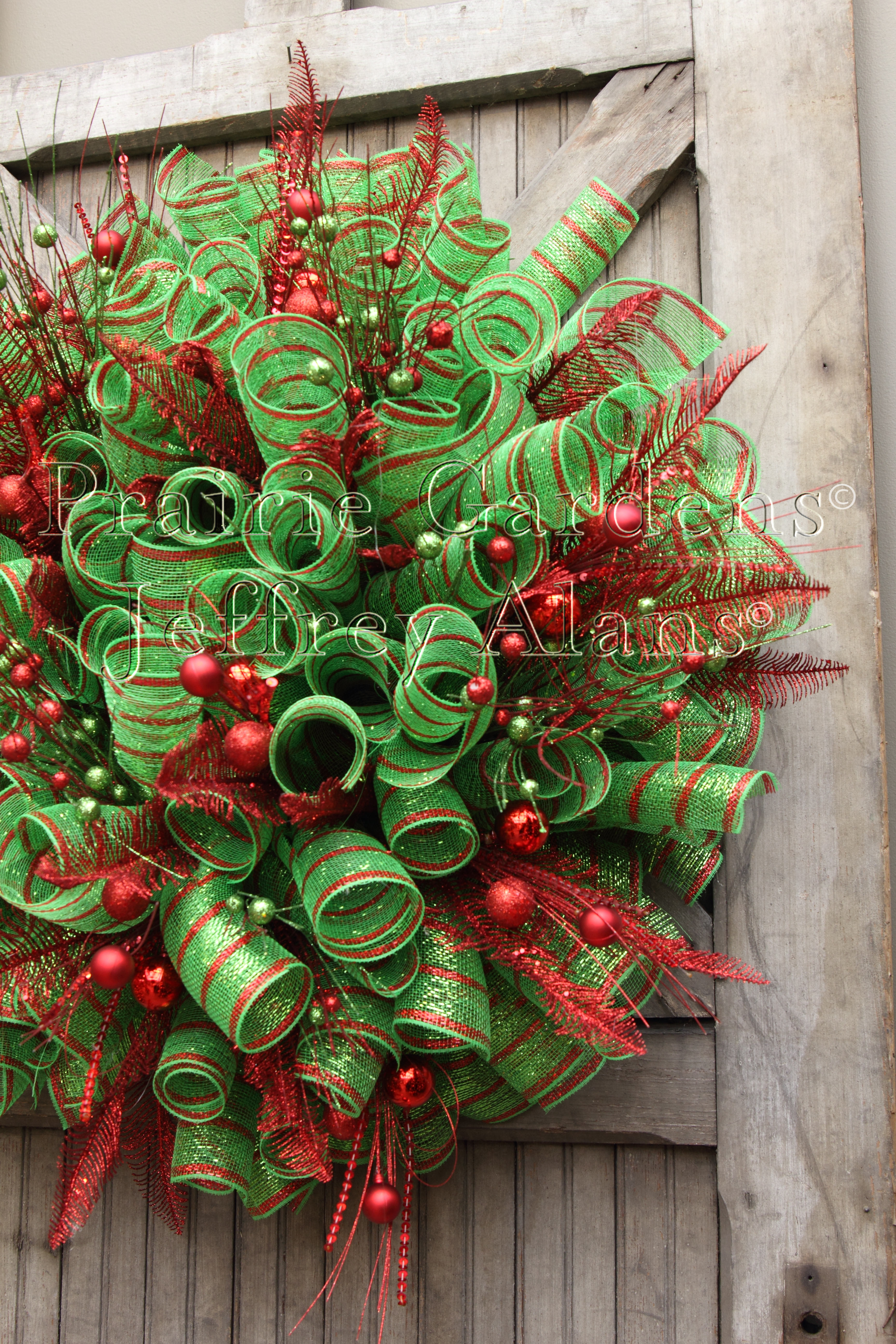 how to decorate a christmas tree with deco mesh finest walcottus - Decorating A Christmas Wreath With Mesh Ribbon